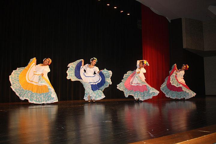 Hispanic folkloric dance photo gallery