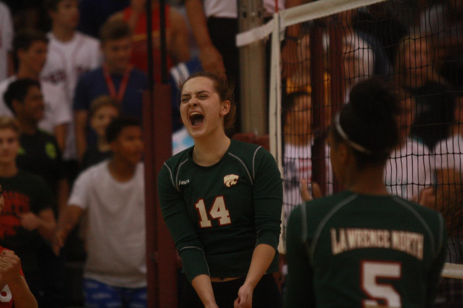 LN runs away from LC with three set victory: Photo Gallery