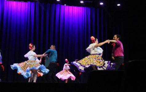 LN host Ballet Folkórico- Mosáicos
