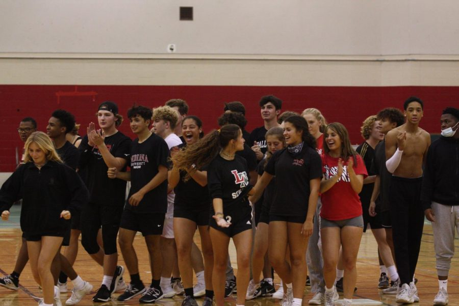 Photo+Gallery%3A+Seniors+beat+faculty+in+final+homecoming+week+kickball+game